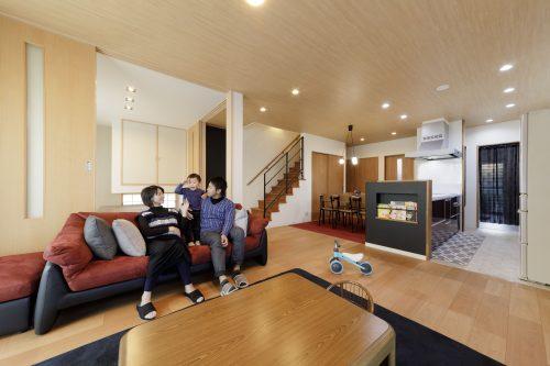 気密性と耐震性に優れ、大屋根が魅力的な住まい